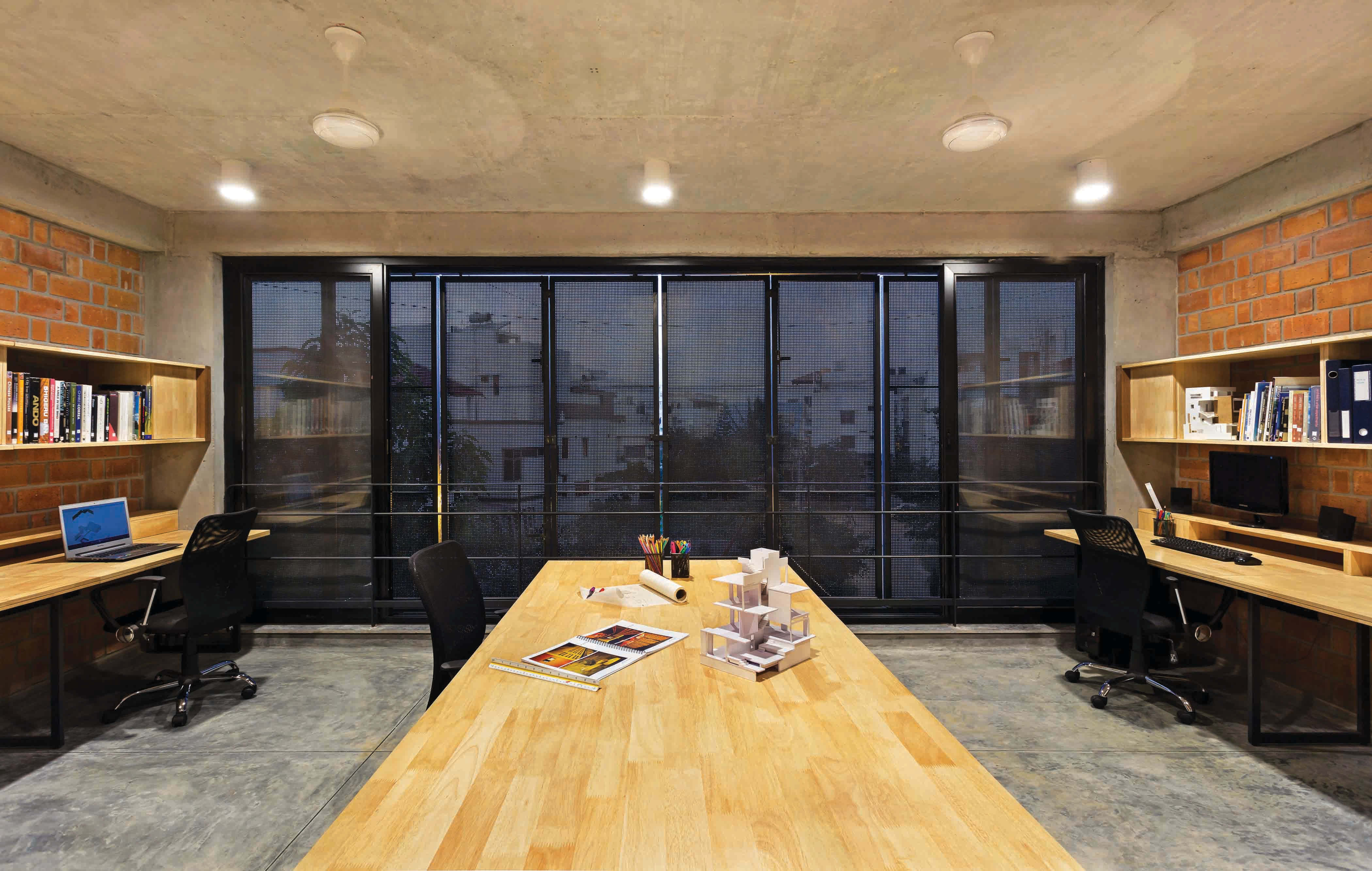 Divya e betweenspaces architects house and studio for Between spaces architecture bangalore