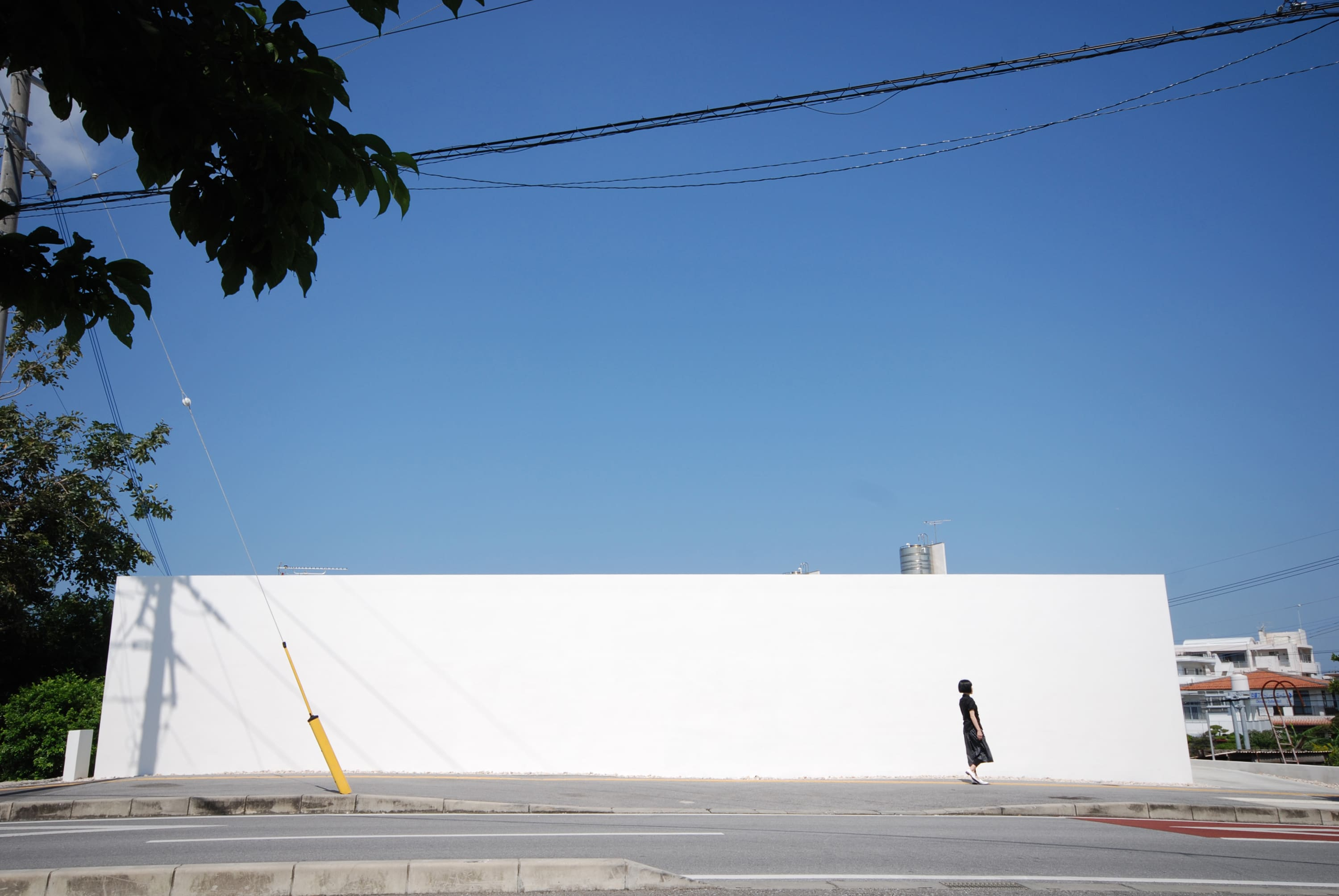 Windowless houses a collection curated by divisare for Minimalist house okinawa japan