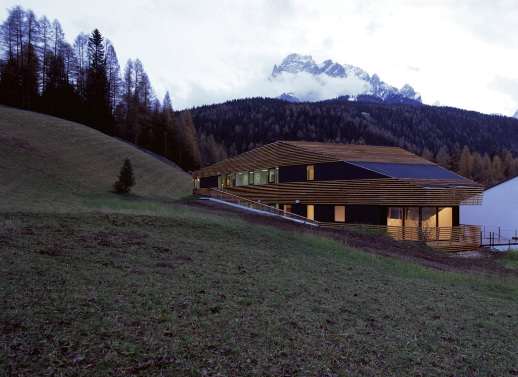 Mountains architecture a collection curated by divisare for Aquatic sport center jardin balbuena